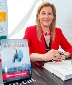 Eva García Sáenz de UrturiE